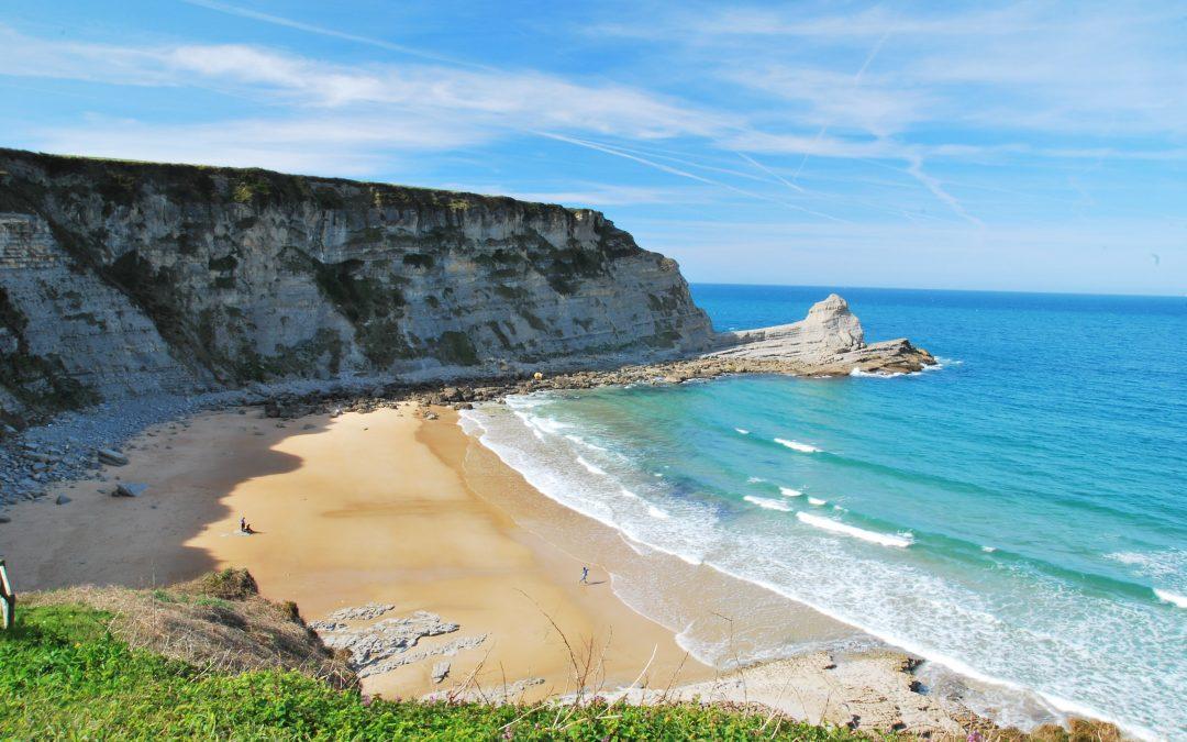La playa más espectacular de España para surfear